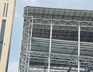 广东省信宜市垃圾发电厂网架管桁架安装进行中!