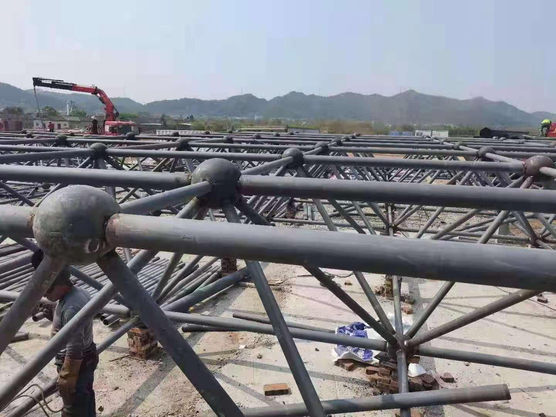 赣州市龙南东站 高铁站房焊接球网架施工现场场
